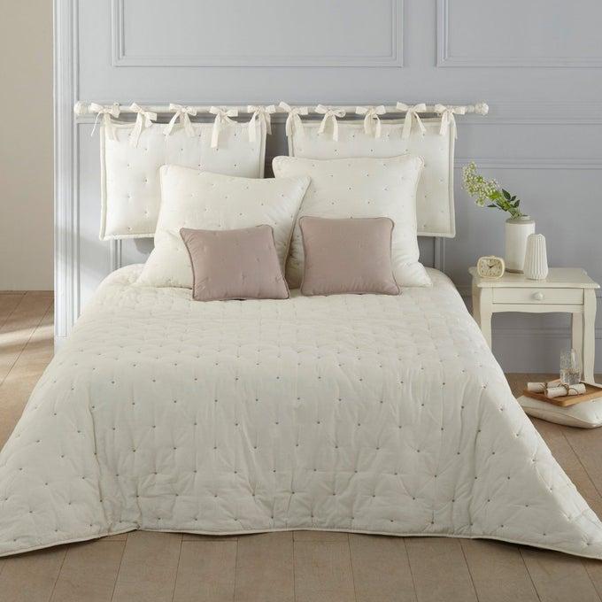Almofada de cabeceira bege com roupa de cama clara