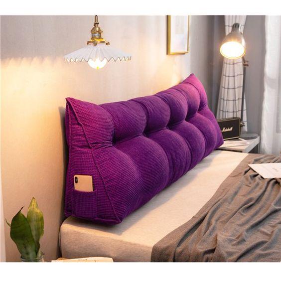 Almofada de cabeceira na cor roxa