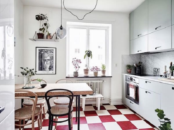 Aposte no piso xadrez vermelho. Fonte: My Scandinavian Home
