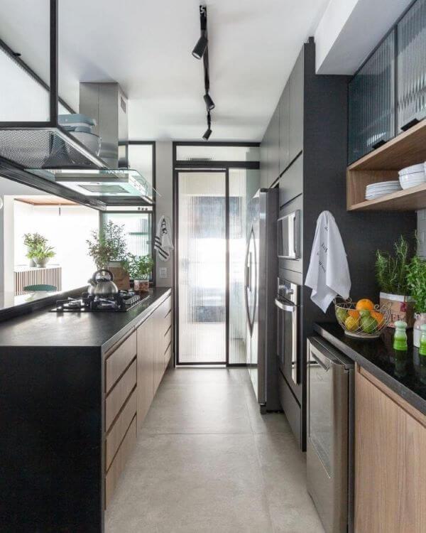Armário de vidro canelado para cozinha moderna