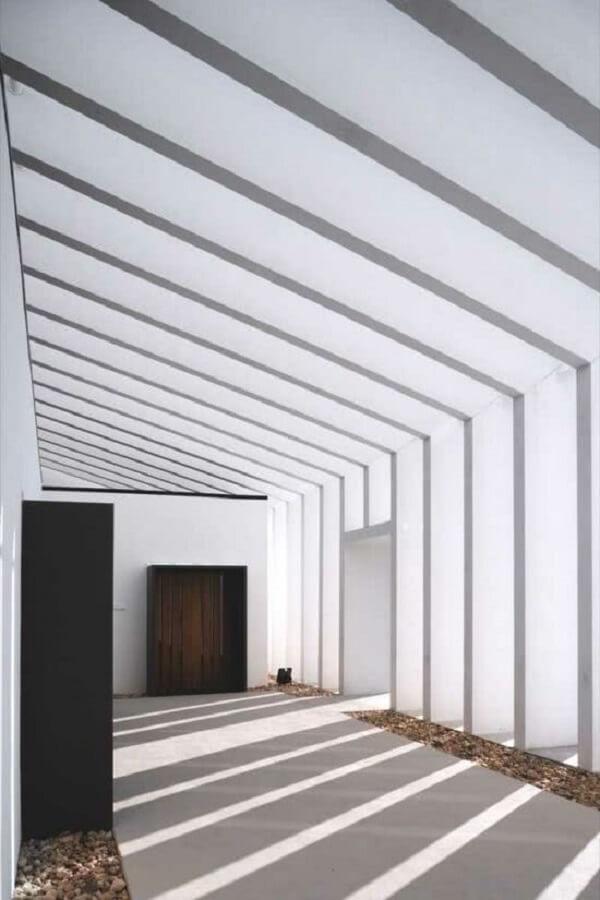 Arquitetura moderna com pergolado de concreto. Fonte: Decor Fácil