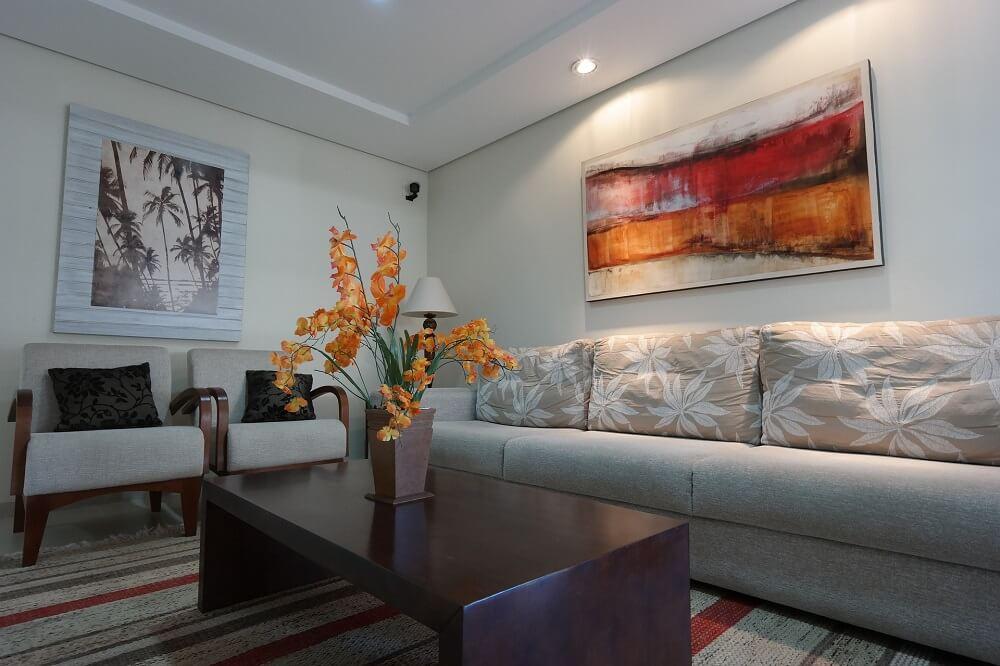 Arranjos e vasos são as opções mais indicadas para criar uma decoração de primavera para sala de estar. Fonte: Pexels