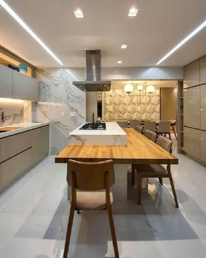 Bancada de madeira para decoração moderna de cozinha planejada com ilha gourmet Foto Max Mello