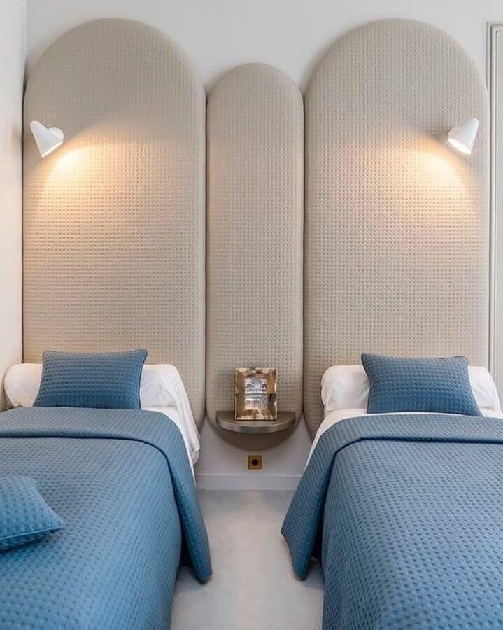 Cabeceira almofadada solteiro para decoração clean de quarto planejado Foto Alegrias Y Jabones de Coco