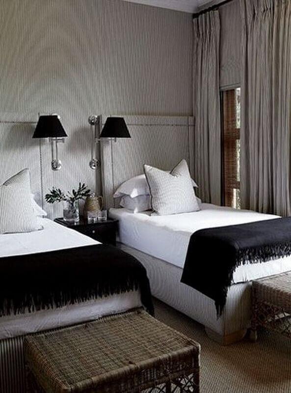 Cabeceira de cama box solteiro para quarto compartilhado decorado com abajur de parede Foto Casa Três Chic