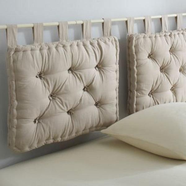 Cabeceira feita de almofada futon bege