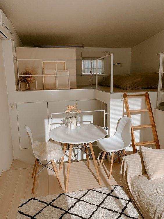 Casa pequena com mesa eiffel