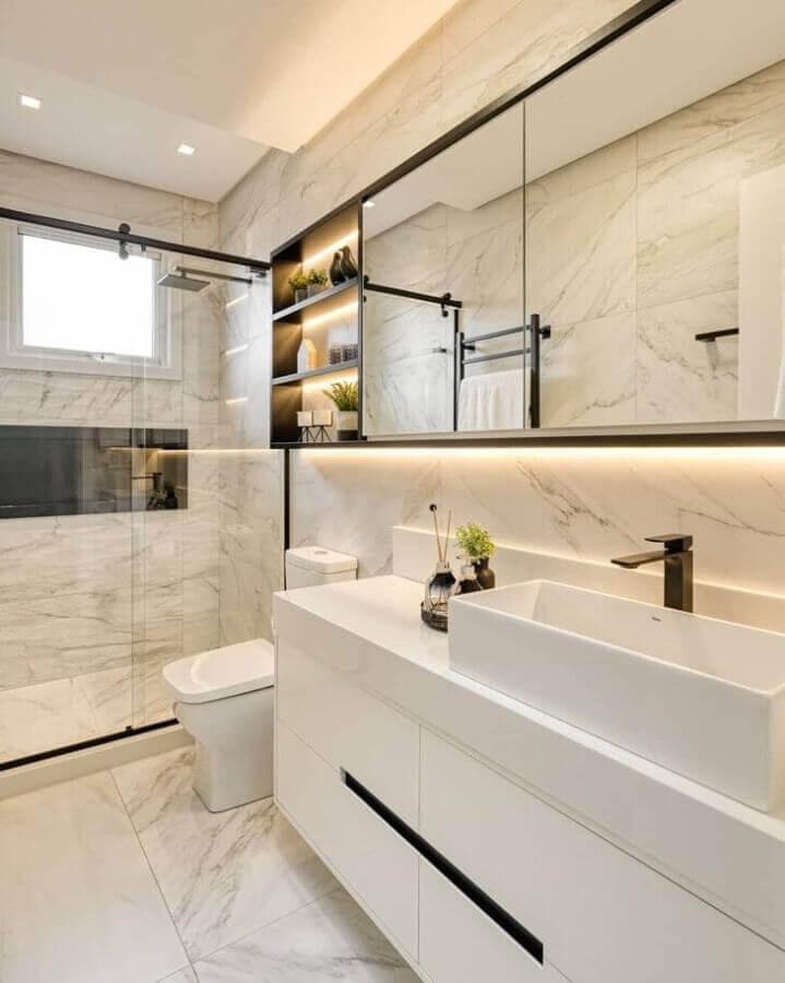 Cores claras para banheiro bonito decorado com revestimento de mármore Foto A2 Arquitetura