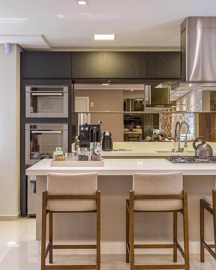 Cores neutras para decoração de sala e cozinha americana planejadas modernas Foto Juliana Agner Arquitetura