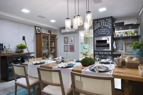 Cozinha com churrasqueira pequena para apartamento compacto