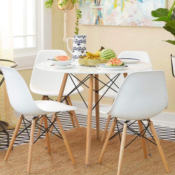 Cozinha com mesa eiffel 4 lugares pequena