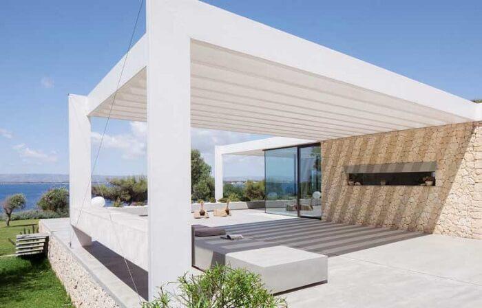 Crie ambientes diferenciados com o pergolado de concreto pré moldado. Fonte: Westwing