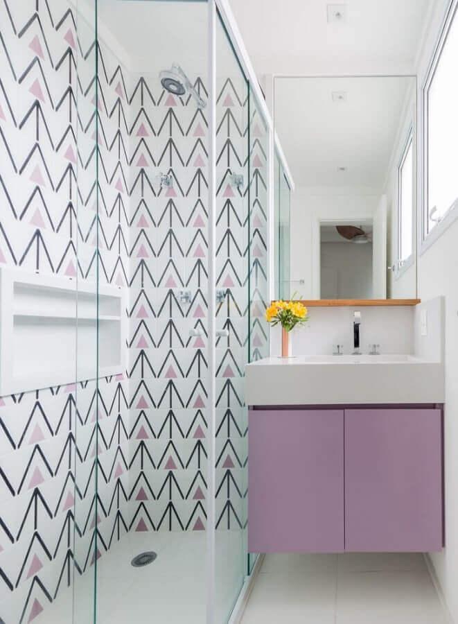 Decoração branco e lilás para banheiro pequeno e bonito Foto Duda Senna