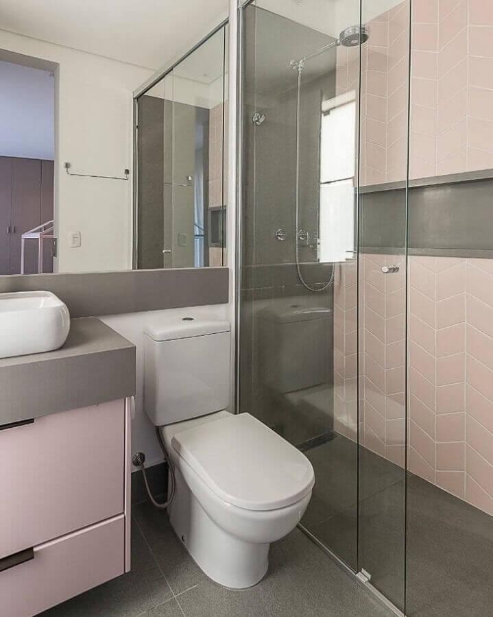 Decoração cinza e rosa para banheiro simples e bonito Foto Thais Schiavo Arquitetura