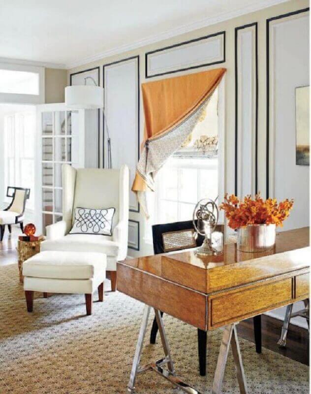 Decoração clássica para quarto com poltrona branca Foto Adore Magazine