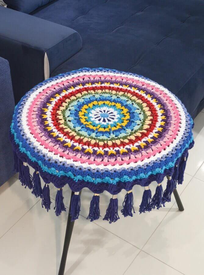 Decoração com toalha de mesa redonda colorida Foto Circulo
