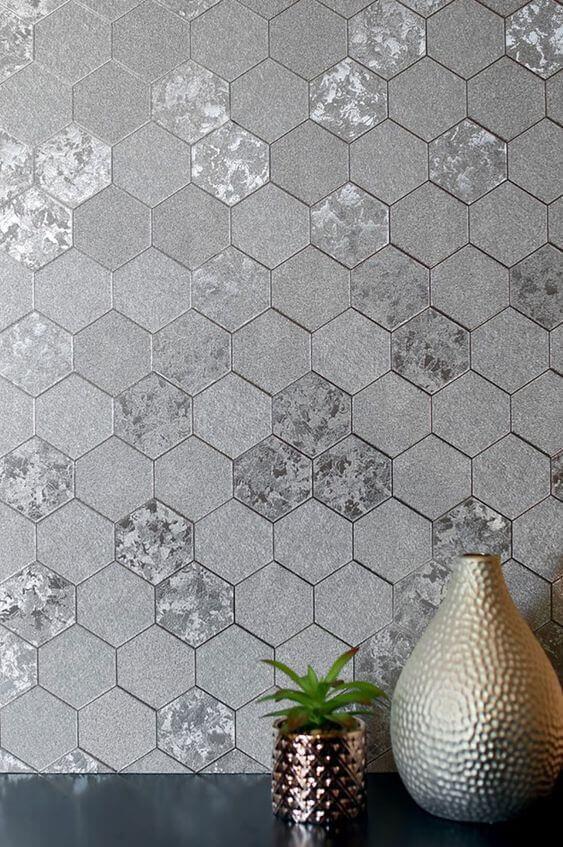 Decoração cor prata hexagonal com vasos metalizados