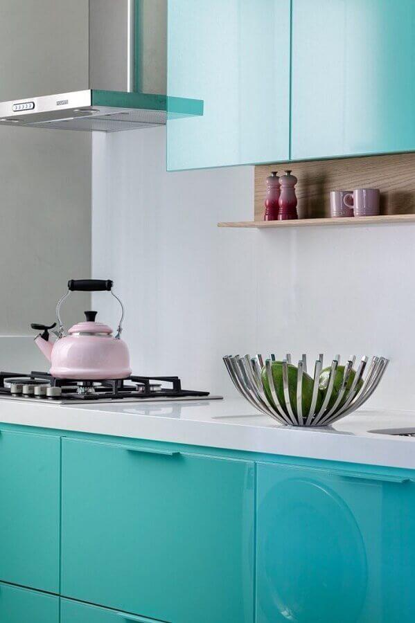 Decoração de cozinha moderna cor ciano Foto Juliana Pippi