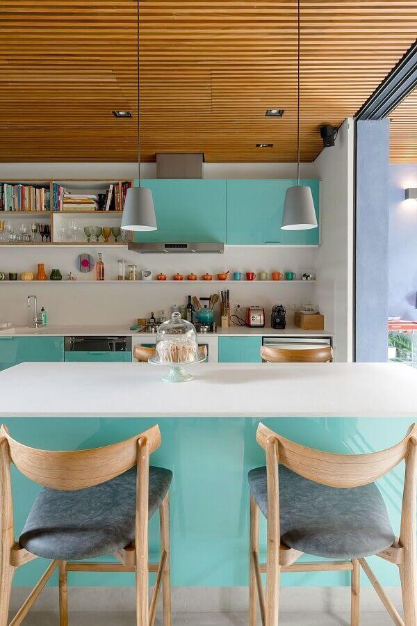 Decoração de cozinha planejada cor ciano e branco Foto Gil Mello