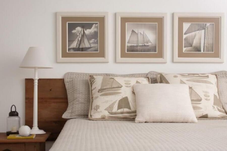 Decoração de quarto branco com cabeceira de camas box casal de madeira Foto Marilia Veiga