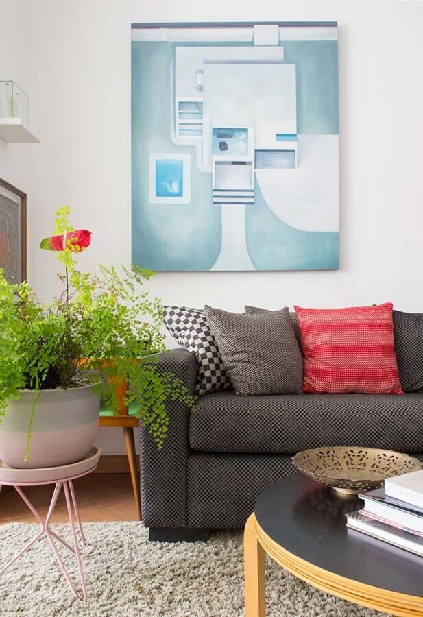 Decoração de sala com plantas e almofadas coloridas Foto Revista Artesanato