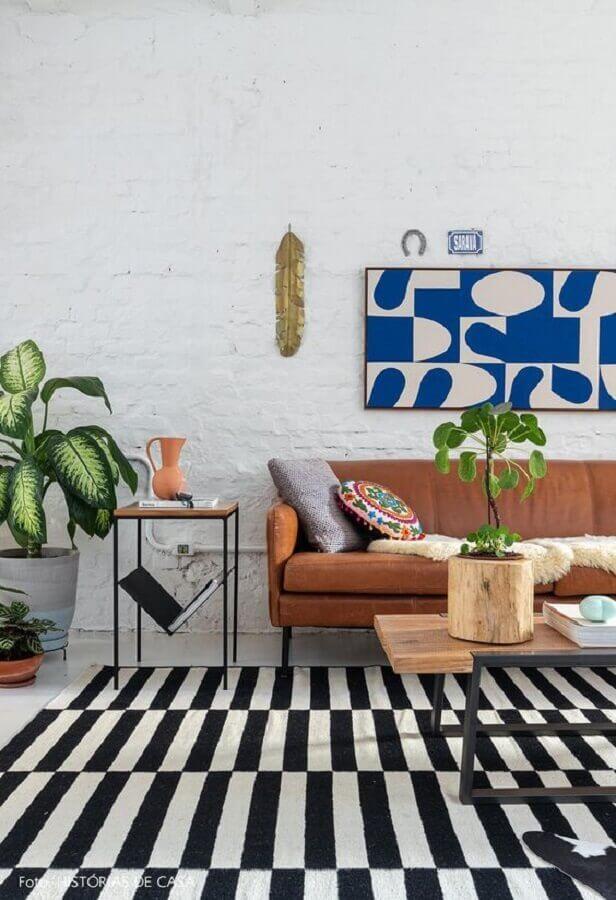 Decoração de sala com plantas e tapete preto e branco Foto Murilo Nogueira