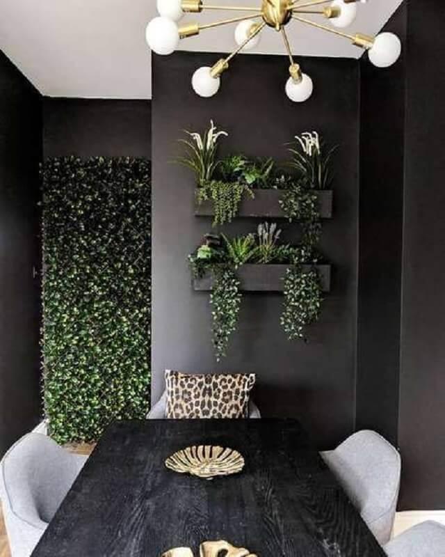 Decoração de sala de jantar preta com plantas na parede Foto Home Fashion Trend