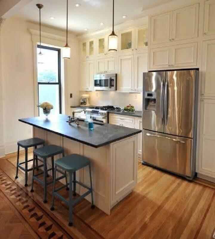Decoração estilo clássico para cozinha com ilha planejada Foto Houzz