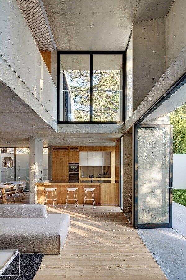 Decoração estilo industrial para casa com sala e cozinha americana Foto Nobbs Radford Architects