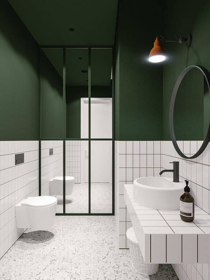 Decoração minimalista para banheiro bonito verde e branco Foto Emily Henderson