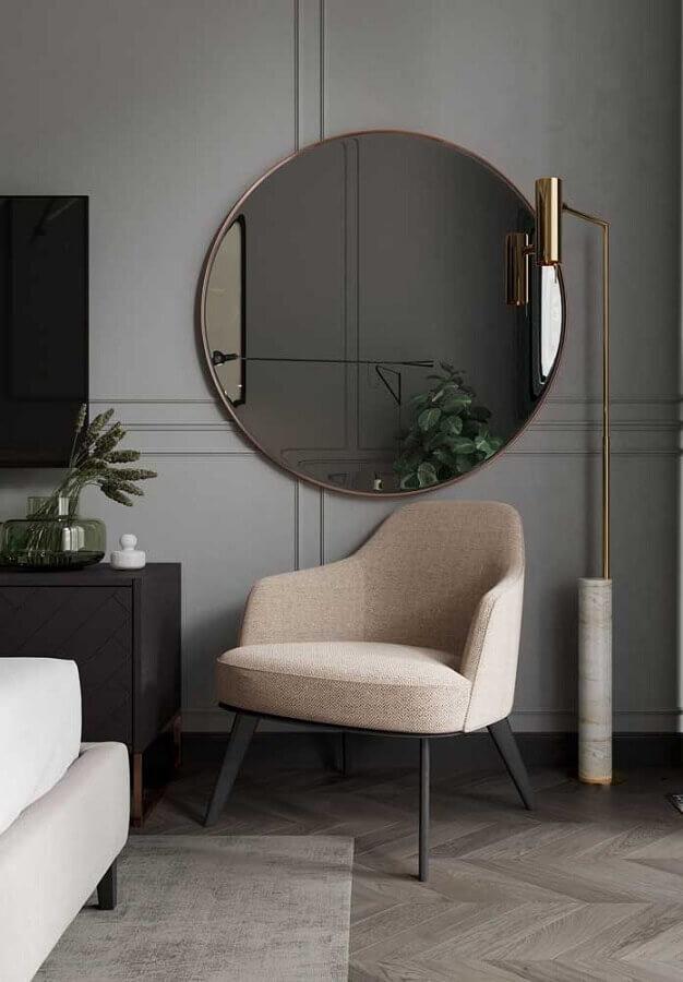Decoração moderna com espelho redondo na sala cinza Foto Behance