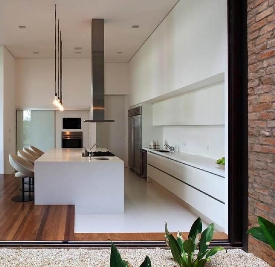 decoração moderna de cozinha planejada grande com ilha toda branca Foto Home Fashion Trend