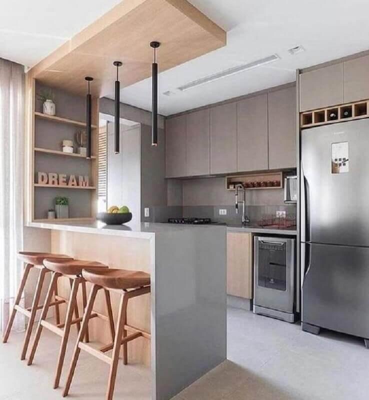Decoração moderna em cores neutras para sala e cozinha americana integradas com banqueta de madeira Foto Decor Fácil
