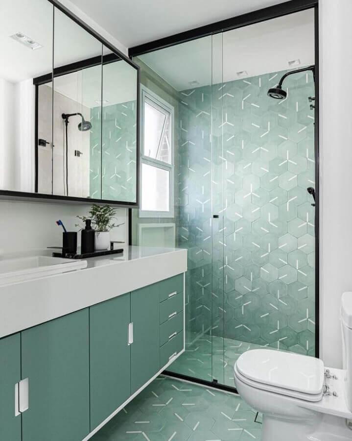 Decoração moderna para banheiro bonito verde e branco Foto Duda Senna