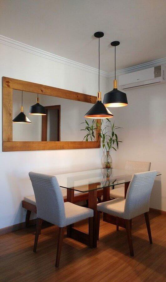 Decoração simples com mesa de vidro e espelho na sala de jantar Foto Mariana Martinez Arquitetura