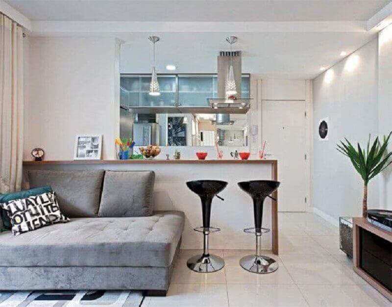 Decoração simples com sofá sem braço para sala e cozinha americana pequena Foto Decor Fácil