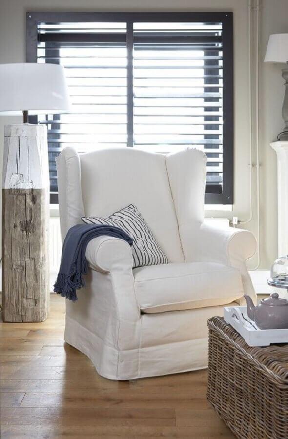 Decoração simples para quarto com poltrona branca Foto Apartment Therapy