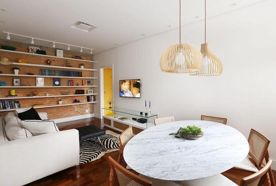 Decoração simples para sala de estar e jantar integrada com parede tijolinho rustica Foto Archduo Arquitetura