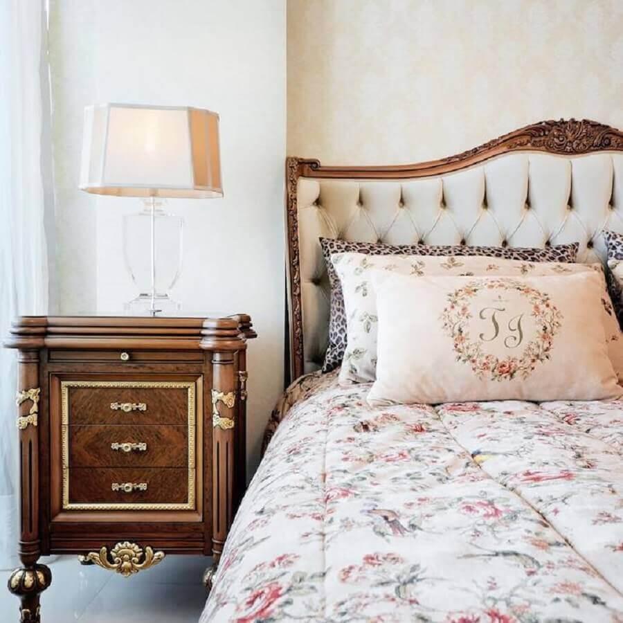 Decoração vintage para quarto com cabeceira almofadada casal Foto Alexandre Milhoem