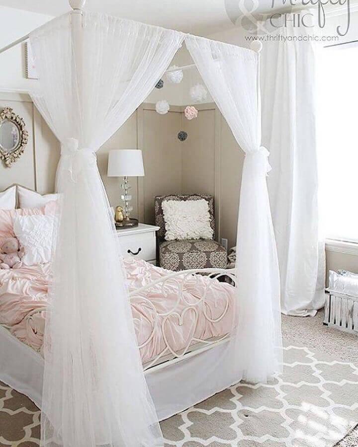 Dossel com mosquiteiro para decoração de quarto feminino em cores claras Foto Sara Azevedo Design de Interiores