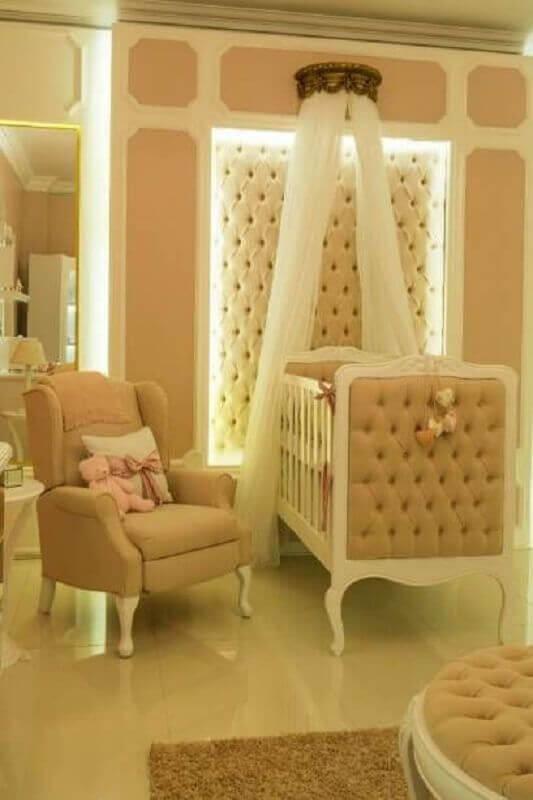 Dossel coroa para quarto de bebe decorado com berço capitonê