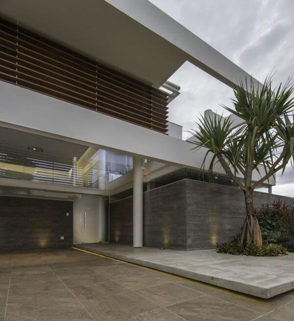 Fachada de vidro e madeira moderna