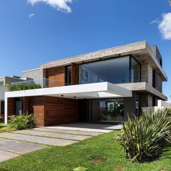 Fachada moderna com janelas de vidro