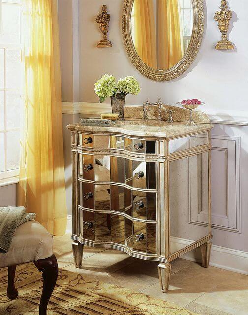 Gabinete na cor prata para banheiro luxuoso