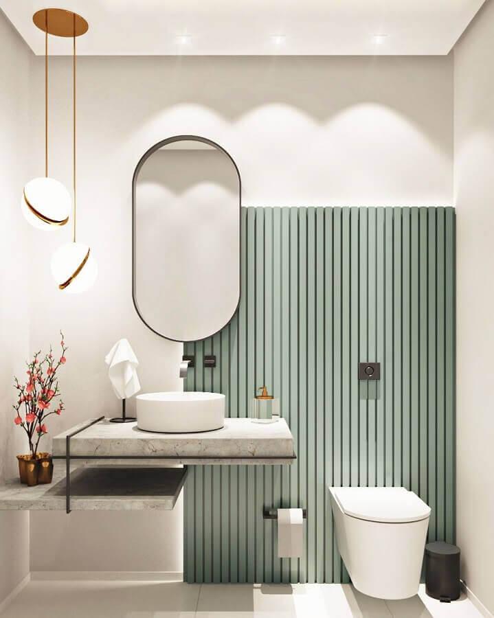 Luminária pendente para banheiro bonito e moderno decorado com painel ripado Foto Caroline Sampel