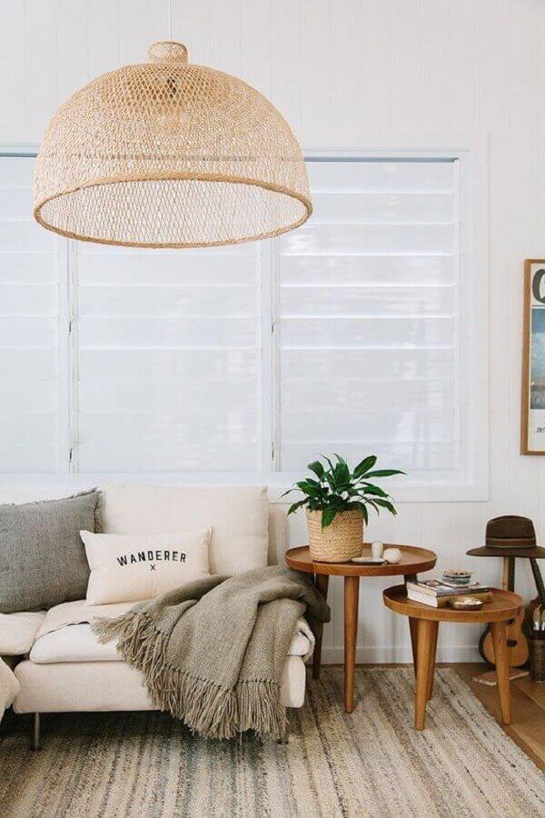 Lustre rustico para decoração de sala com plantas Foto The Zoe Report