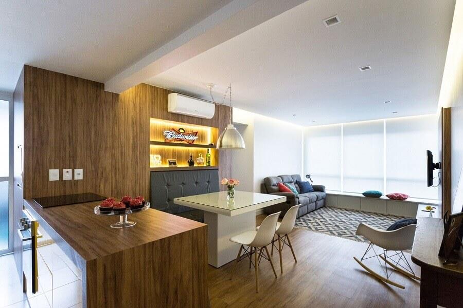 Mesa branca para decoração de sala de estar e jantar integrada Foto Romanzza Planejados