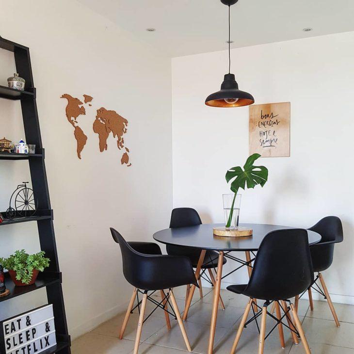Mesa eiffel preta para sala de jantar