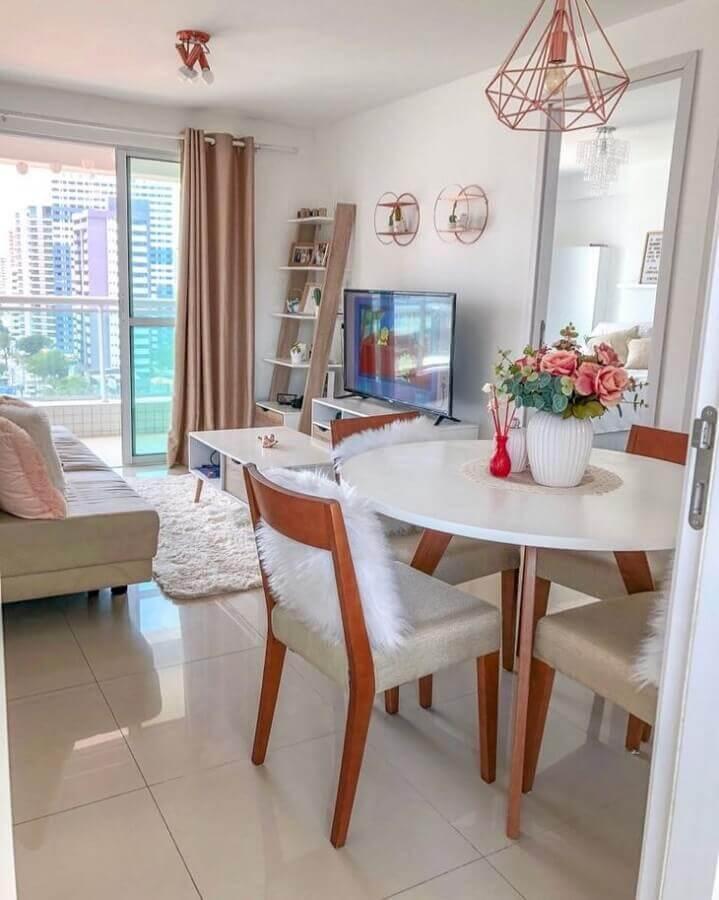 Mesa redonda para decoração de apartamento com sala de jantar e estar integradas pequenas Foto Marie Monteiro