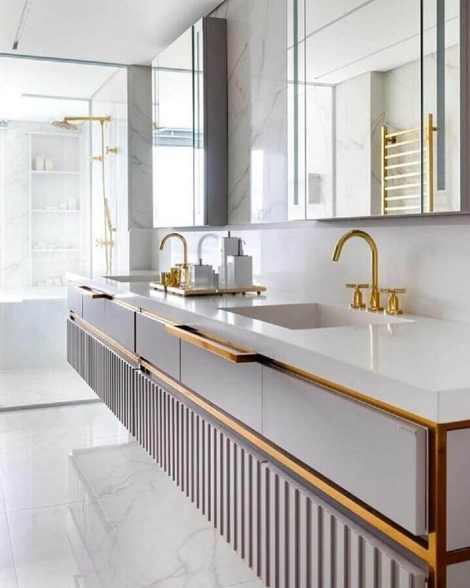 Metais dourados para decoração de banheiros bonitos e modernos Foto Mariana Pesca Arquitetura